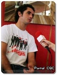 Felipe Andreoli dá entrevista ao Famosidades